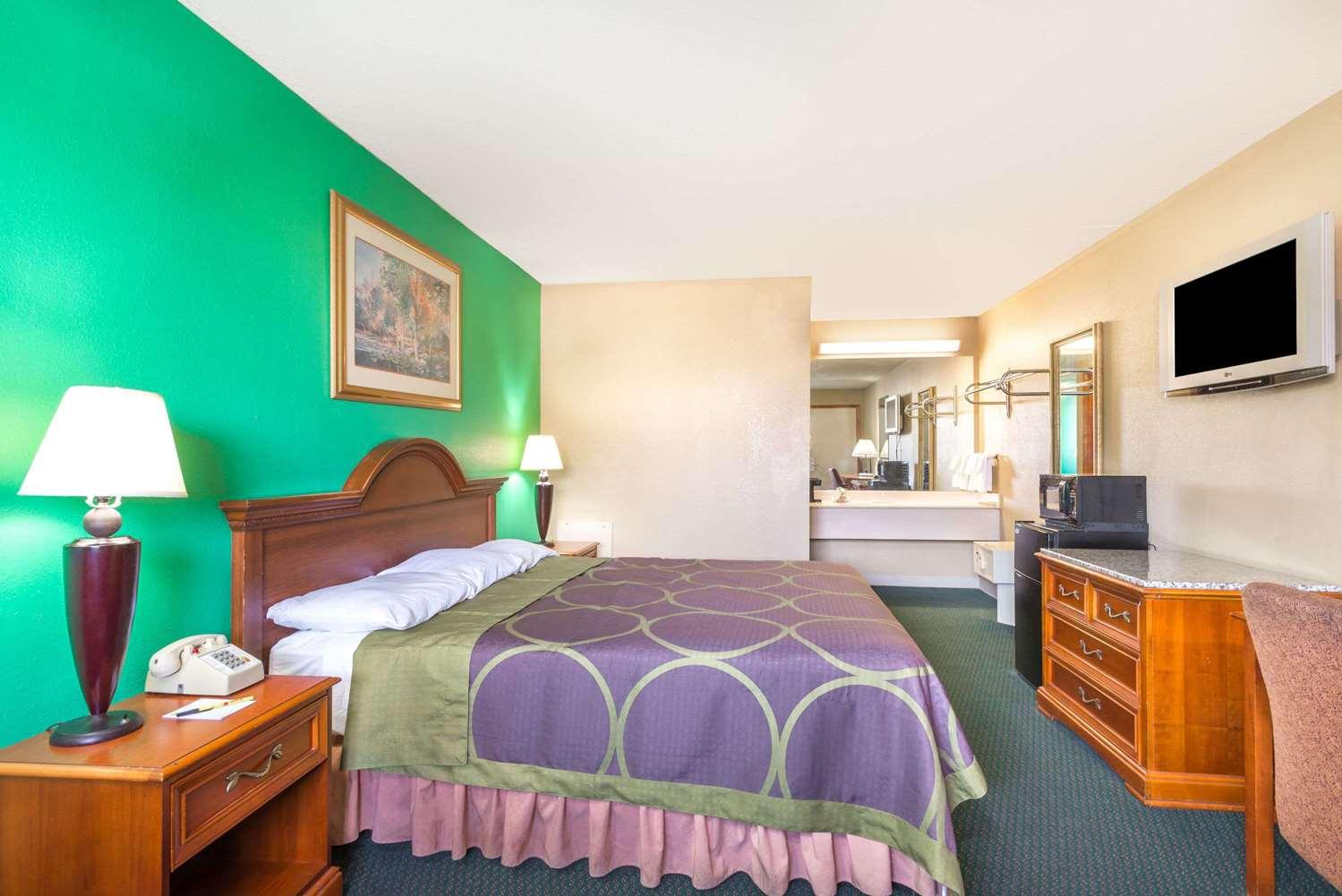 Room - Super 8 Hotel Dayton International Airport Vandalia