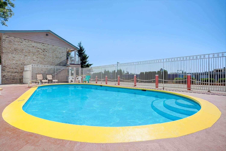 Pool - Days Inn Everett