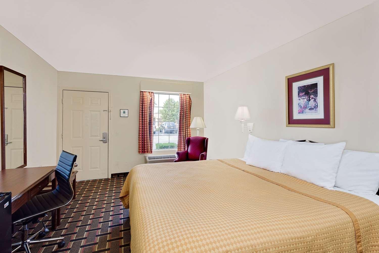 Room - Days Inn North Spartanburg