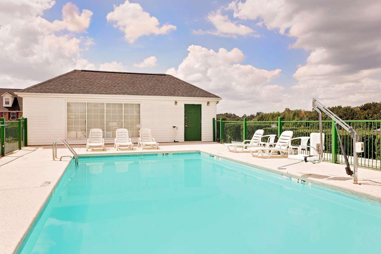 Pool - Days Inn North Spartanburg