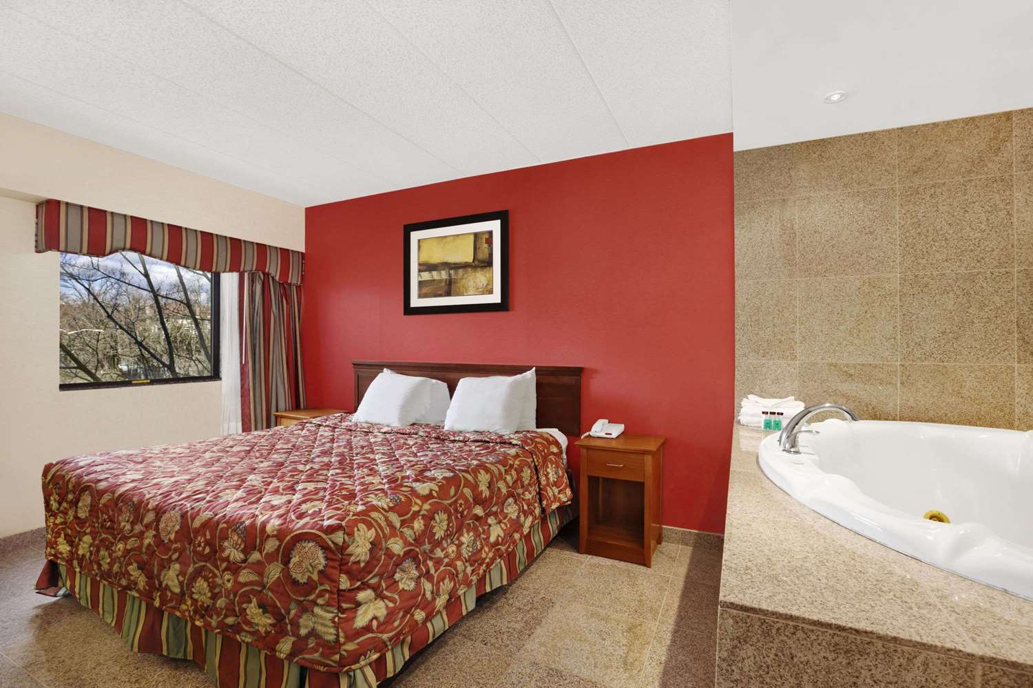 Suite - Ramada Inn East Orange
