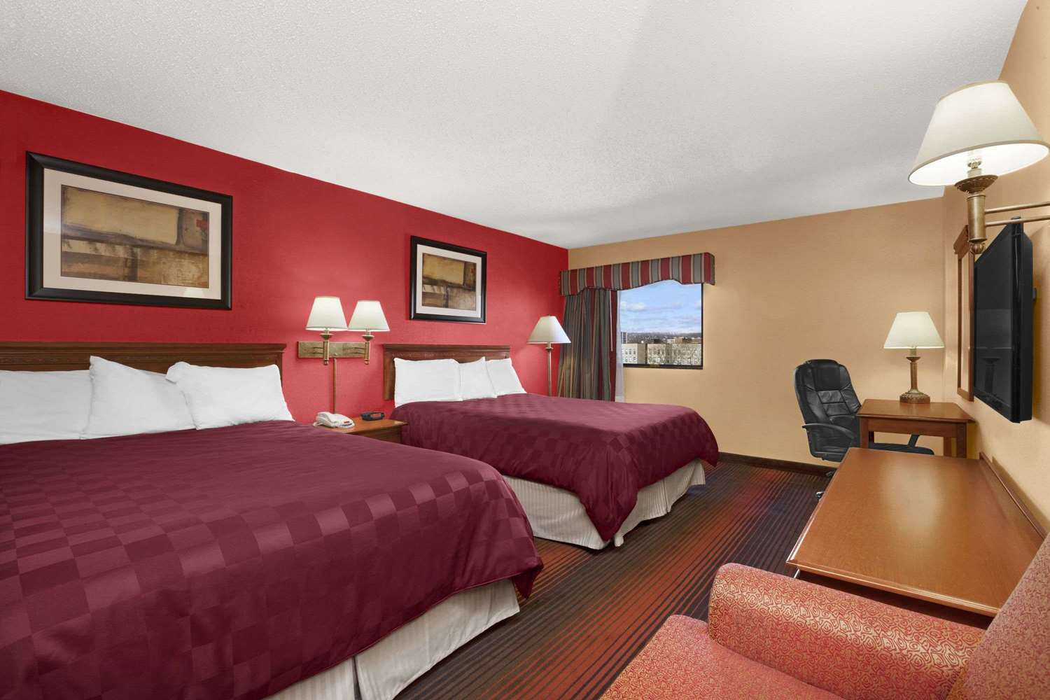 Room - Ramada Inn East Orange