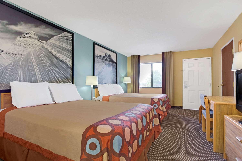 Room - Super 8 Hotel Grant Road Tucson
