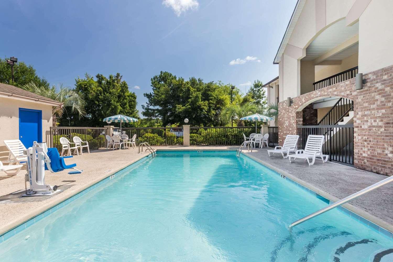 Pool - Howard Johnson Express Inn Savannah