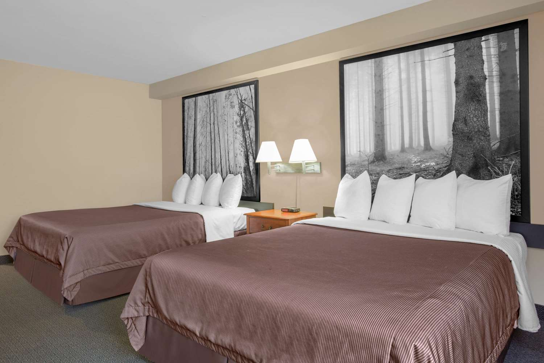 Room - Super 8 Hotel Sault Ste Marie