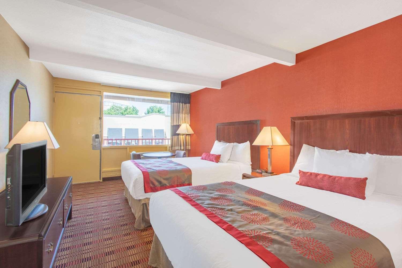 Room - Ramada Limited Hotel Cockeysville