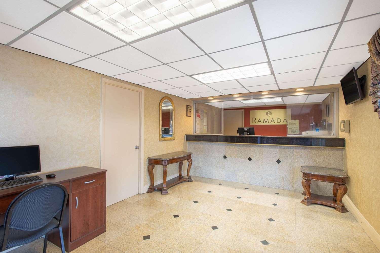 Lobby - Ramada Limited Hotel Cockeysville