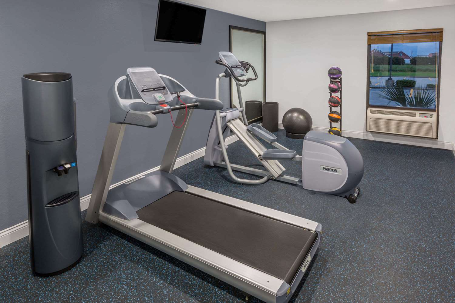 Fitness/ Exercise Room - Days Inn Galliano