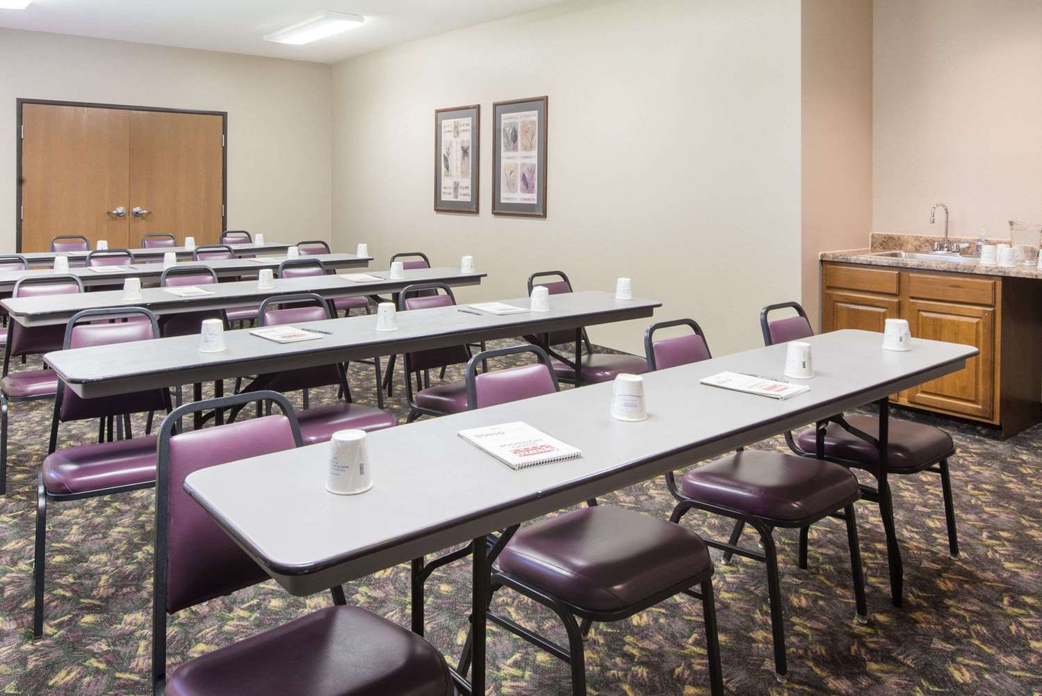 Meeting Facilities - Super 8 Hotel Iola