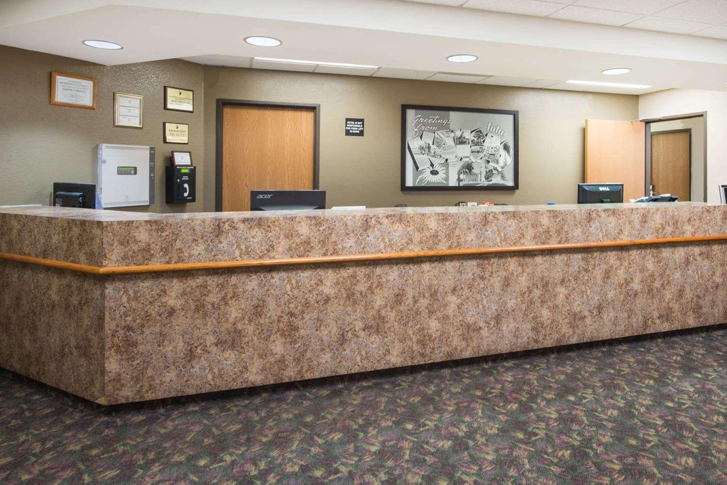 Lobby - Super 8 Hotel Iola