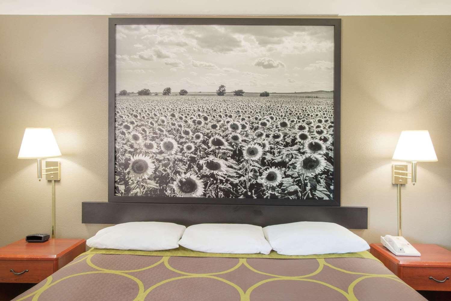 Suite - Super 8 Hotel Iola