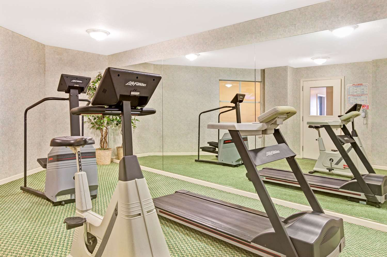 Fitness/ Exercise Room - Ramada Limited Hotel Airport San Bruno