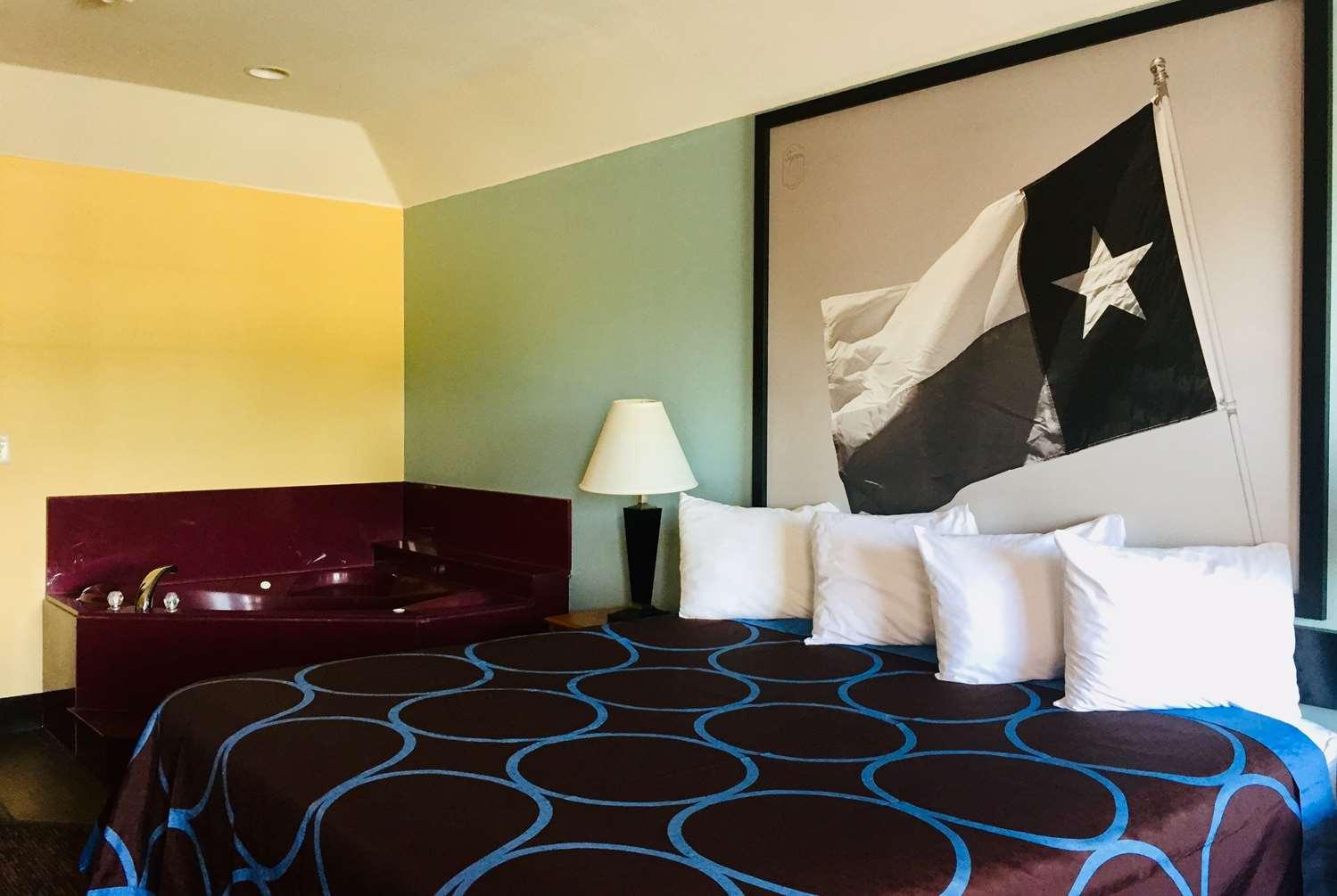 Suite - Super 8 Hotel Montgomery