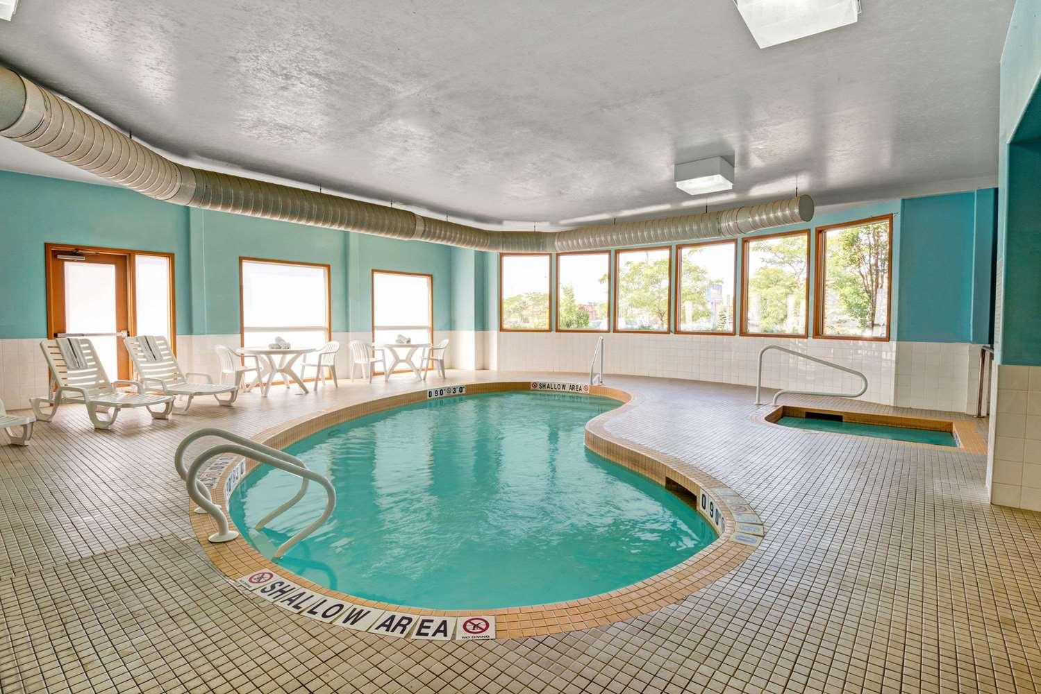 Pool - Super 8 Hotel Barrie