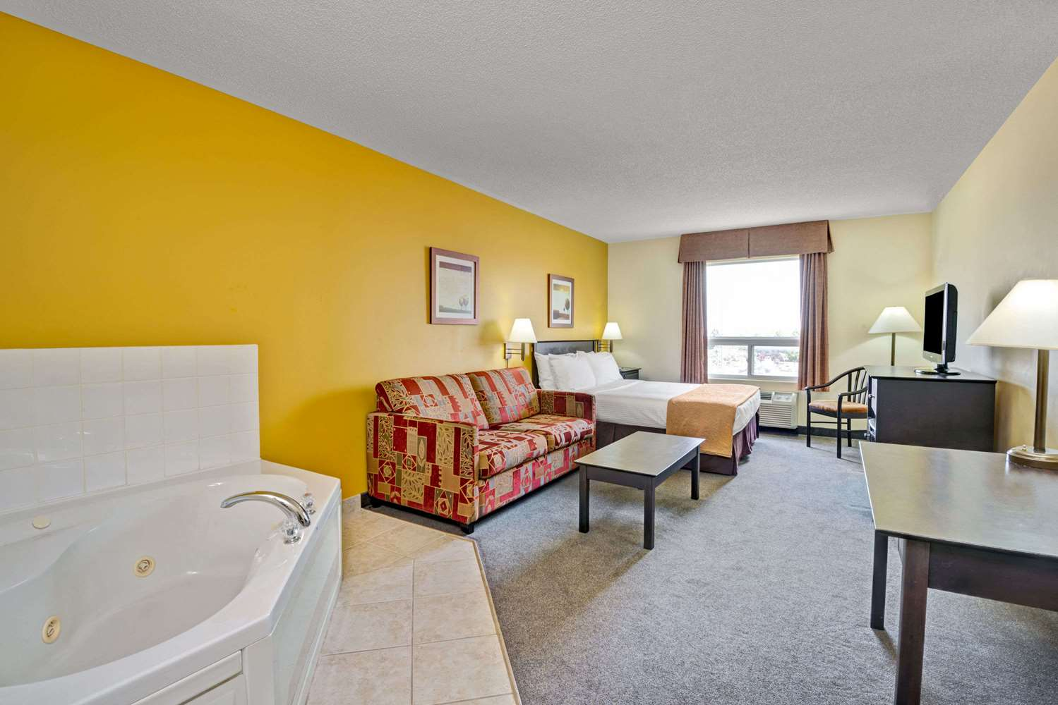 Suite - Super 8 Hotel Barrie