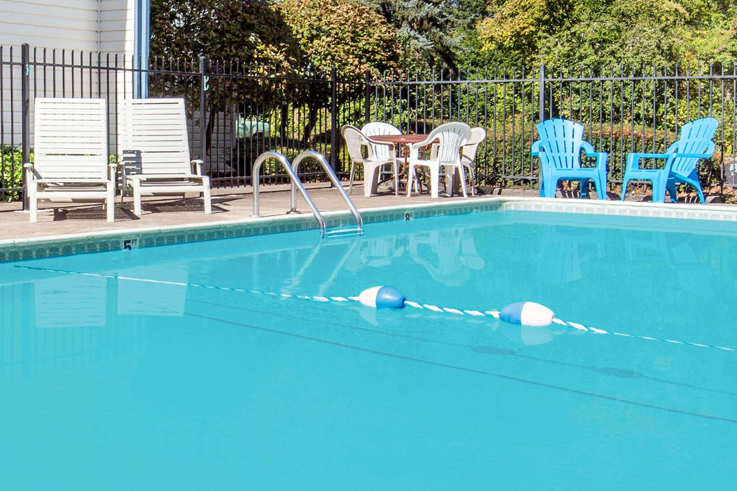 Pool - Days Inn Corvallis