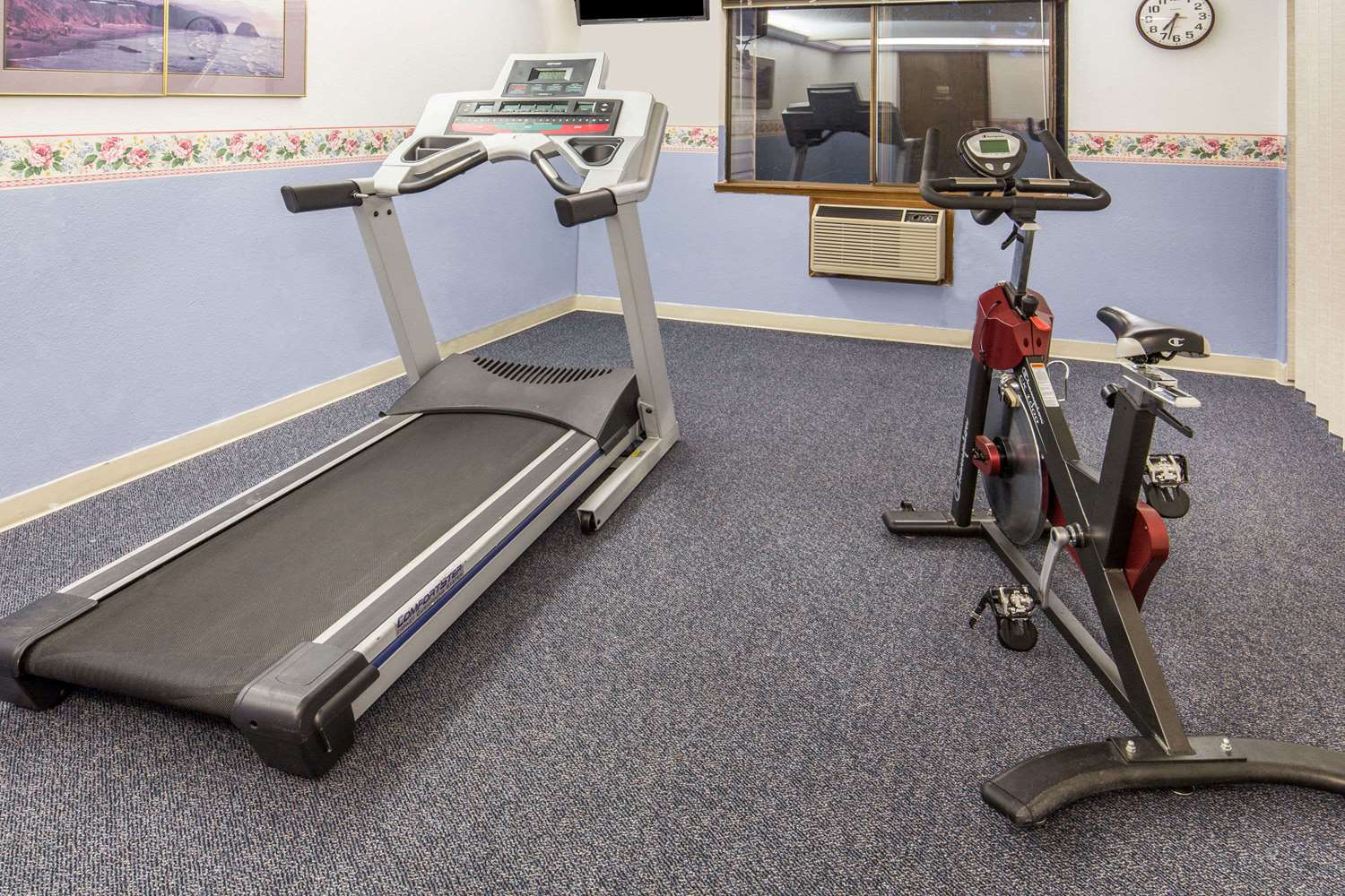 Fitness/ Exercise Room - Days Inn Corvallis