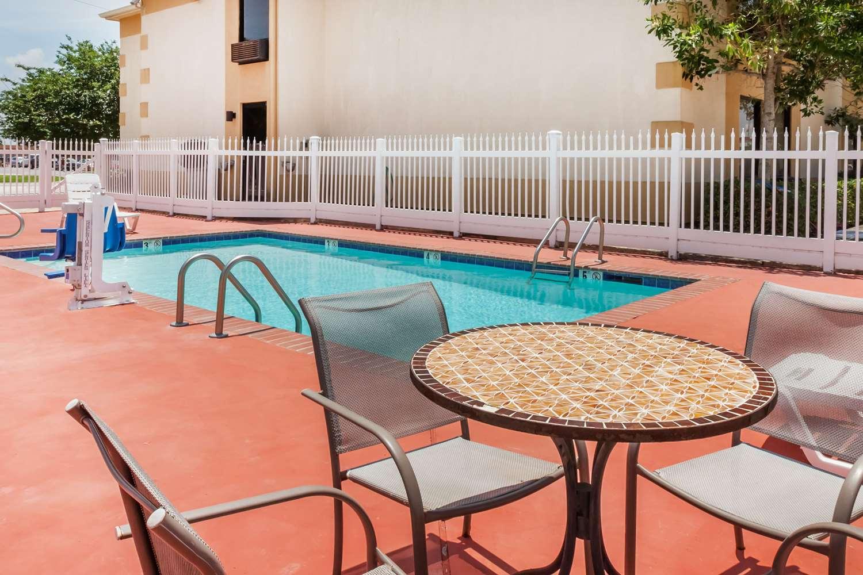 Pool - Days Inn New Iberia