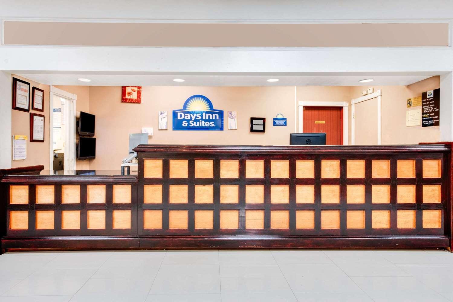 Lobby - Days Inn & Suites Laredo