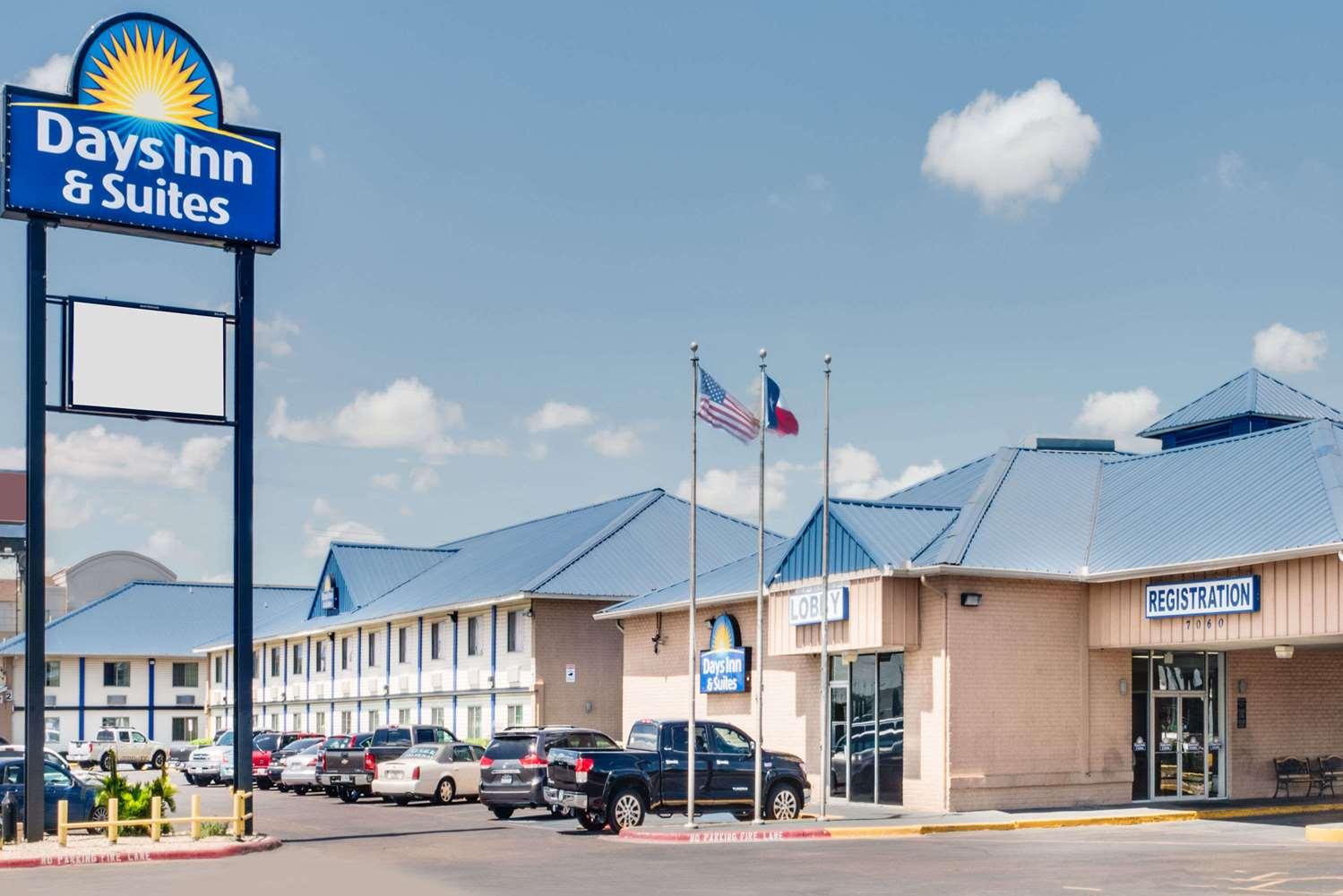 Exterior view - Days Inn & Suites Laredo