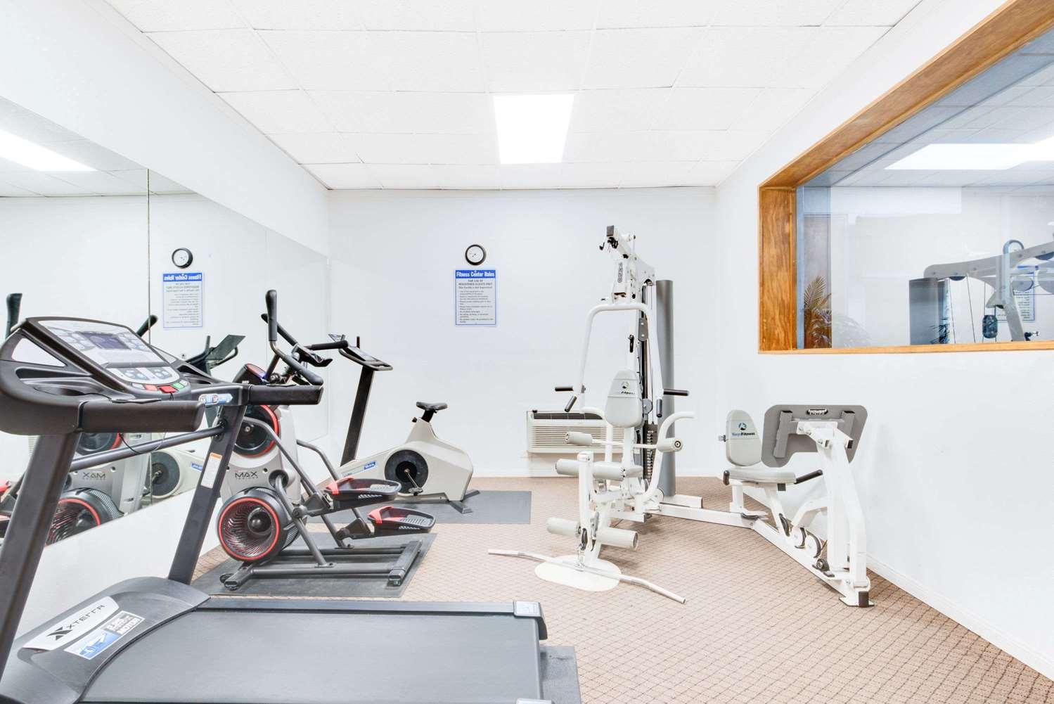 Fitness/ Exercise Room - Days Inn & Suites Laredo