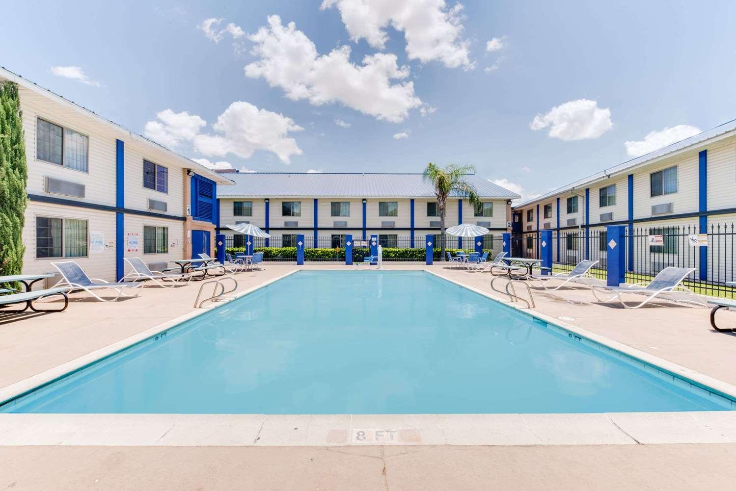 Pool - Days Inn & Suites Laredo