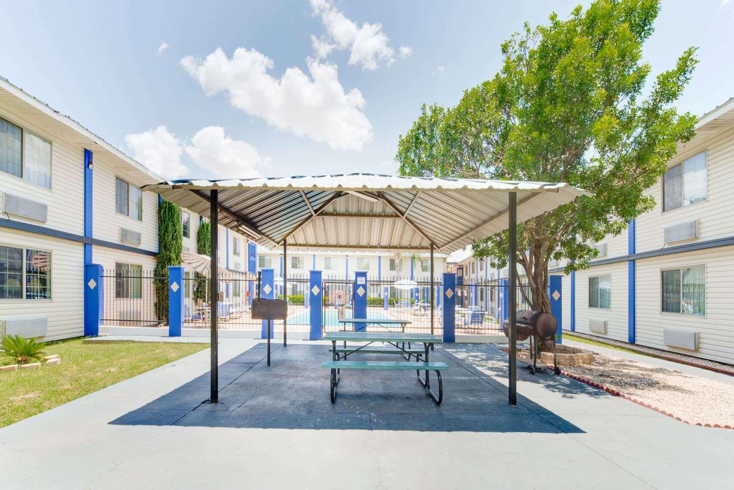 proam - Days Inn & Suites Laredo