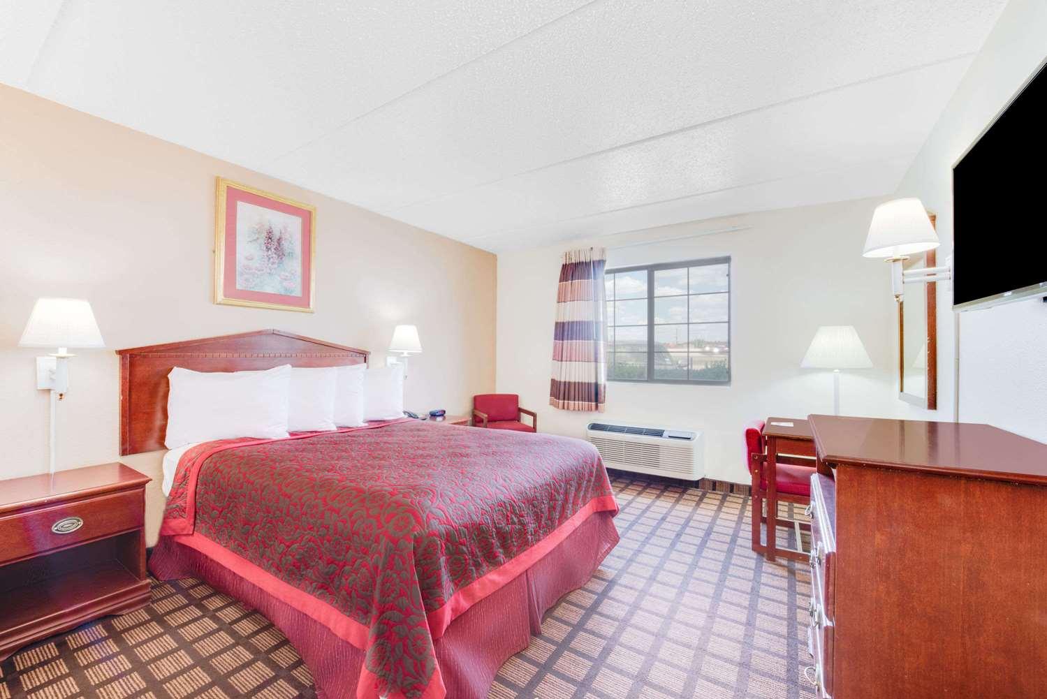 Room - Days Inn & Suites Laredo