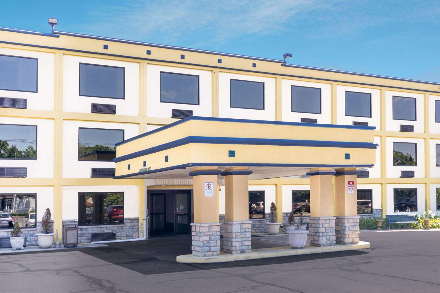 Exterior view - Days Inn Airport Columbus