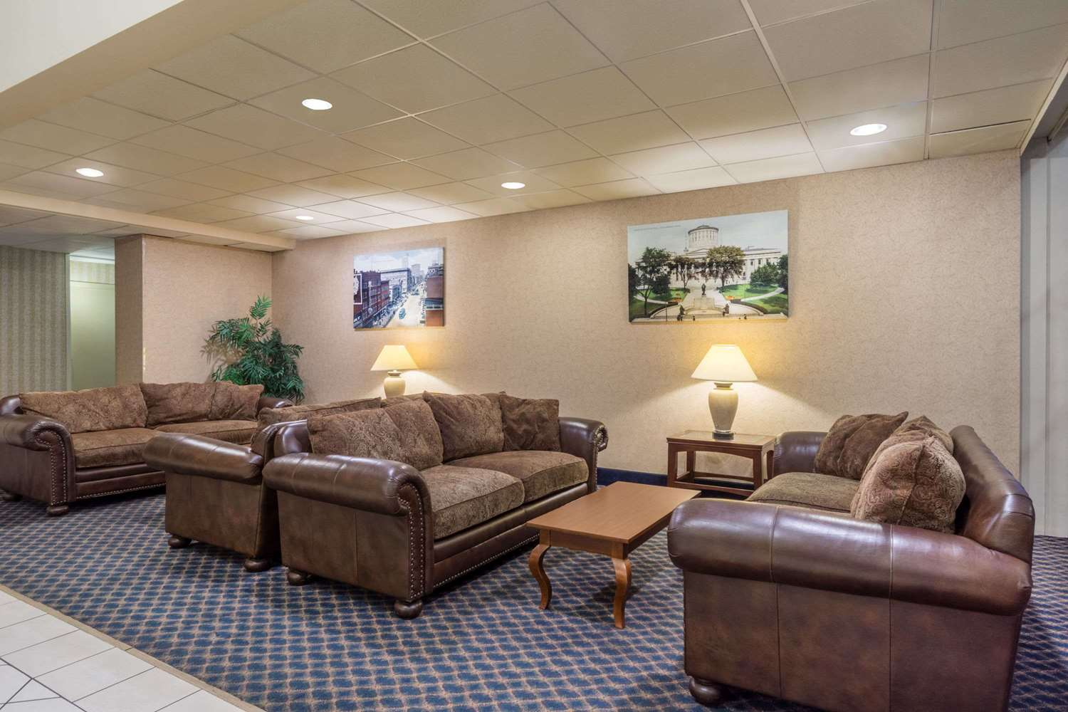 Lobby - Days Inn Airport Columbus