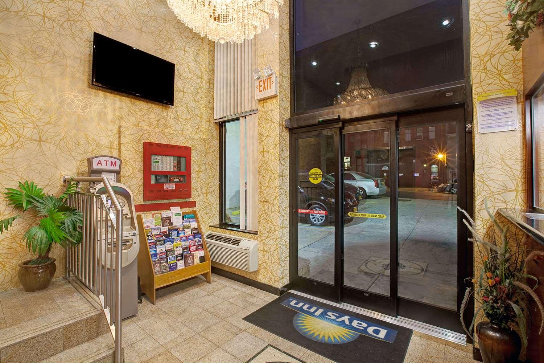 Lobby - Days Inn Brooklyn Heights