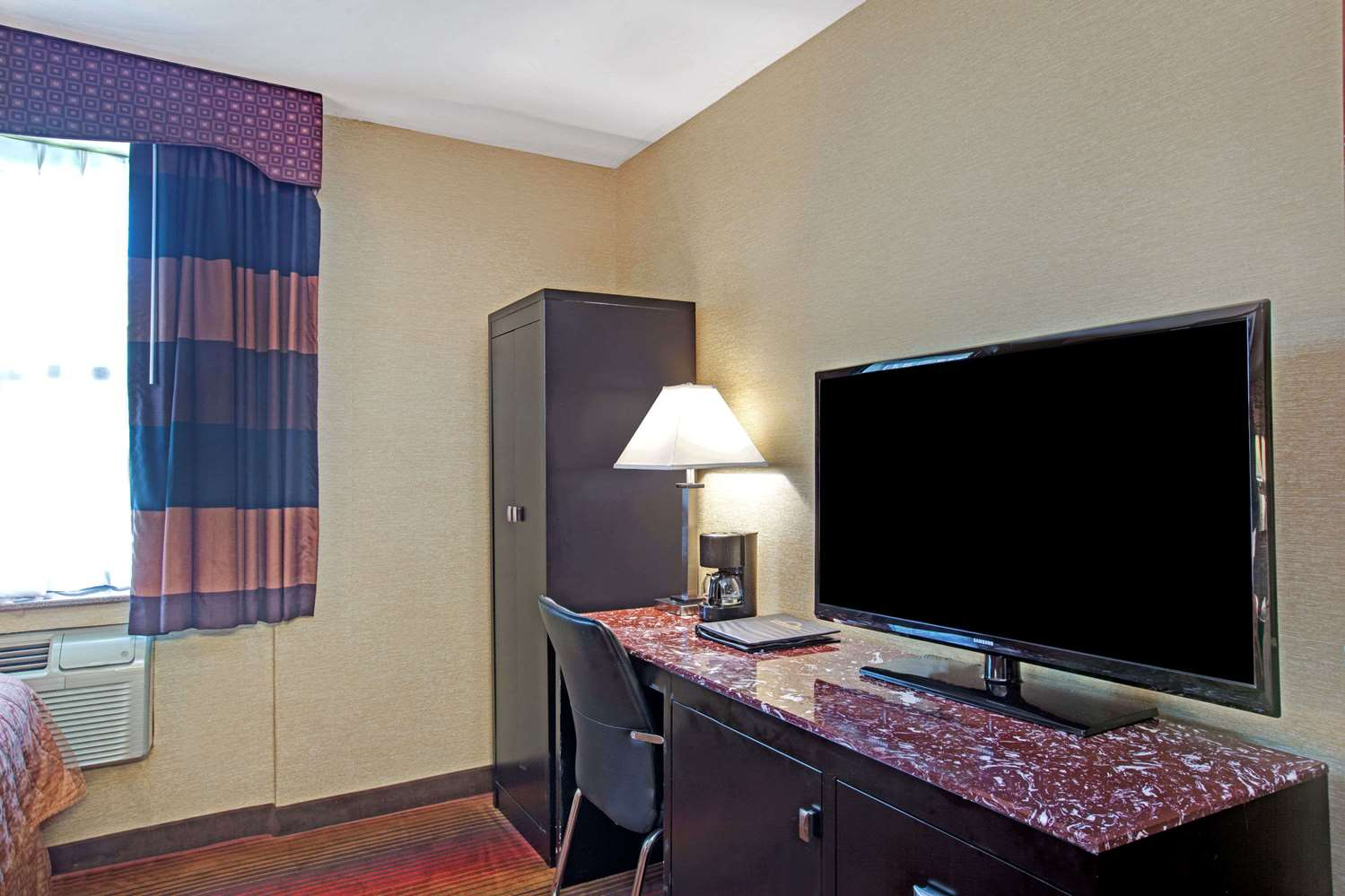 Room - Days Inn Brooklyn Heights