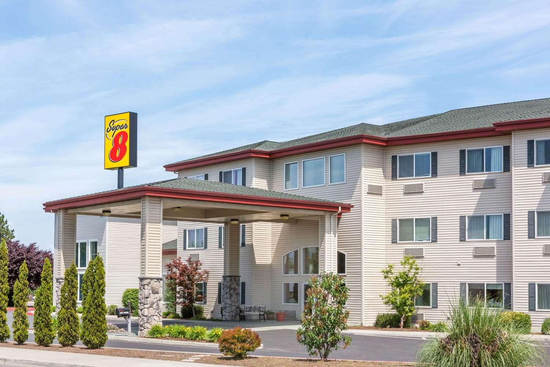 super 8 hotel medford or see discounts. Black Bedroom Furniture Sets. Home Design Ideas