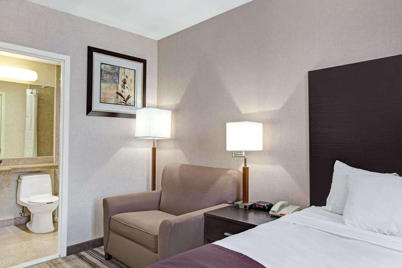 Suite - Days Inn Queens JFK Airport Jamaica