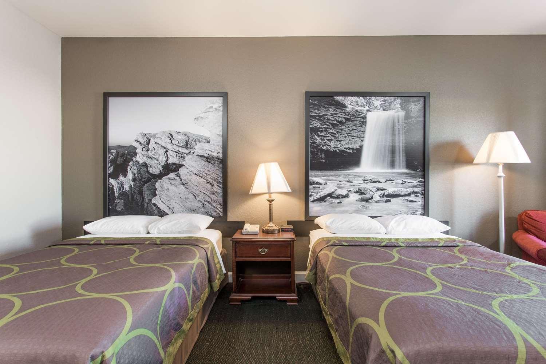 Room - Super 8 Hotel Petersburg