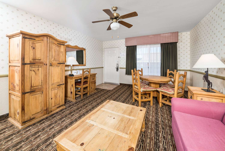 Suite - Days Inn Lebec
