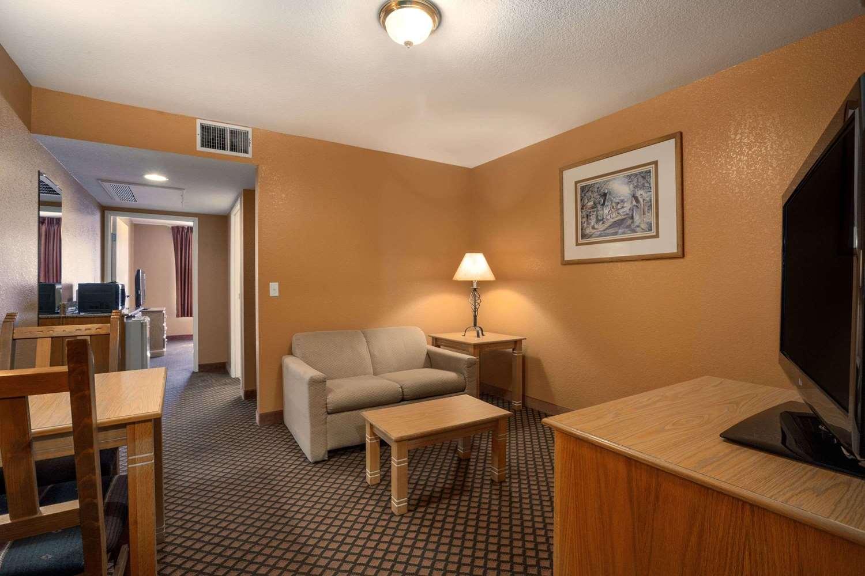 Suite - Days Inn & Suites Surprise