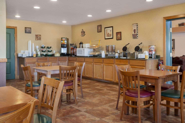 proam - Days Inn & Suites Surprise