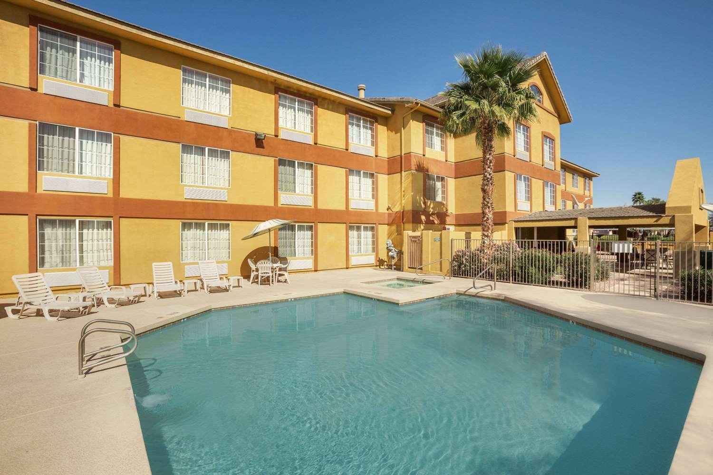 Pool - Days Inn & Suites Surprise