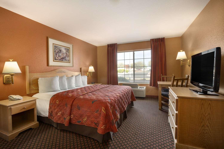 Room - Days Inn & Suites Surprise