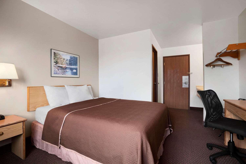Room - Travelodge Elko