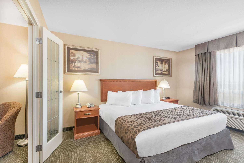Room - Ramada Inn Clairmont