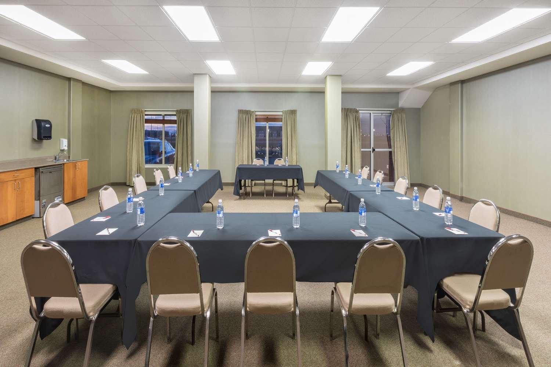 Meeting Facilities - Ramada Inn Clairmont