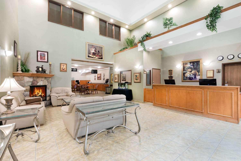 Lobby - Ramada Inn Clairmont
