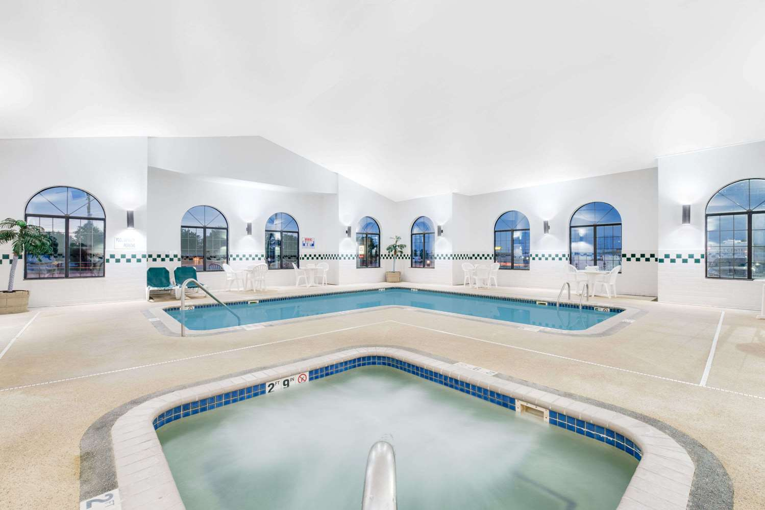 Pool - Super 8 Hotel Sisseton
