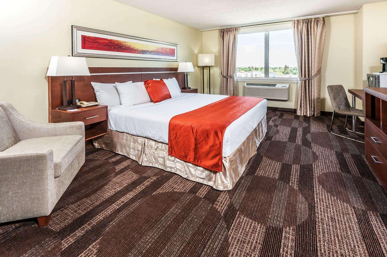 Room - Howard Johnson Hotel West Edmonton