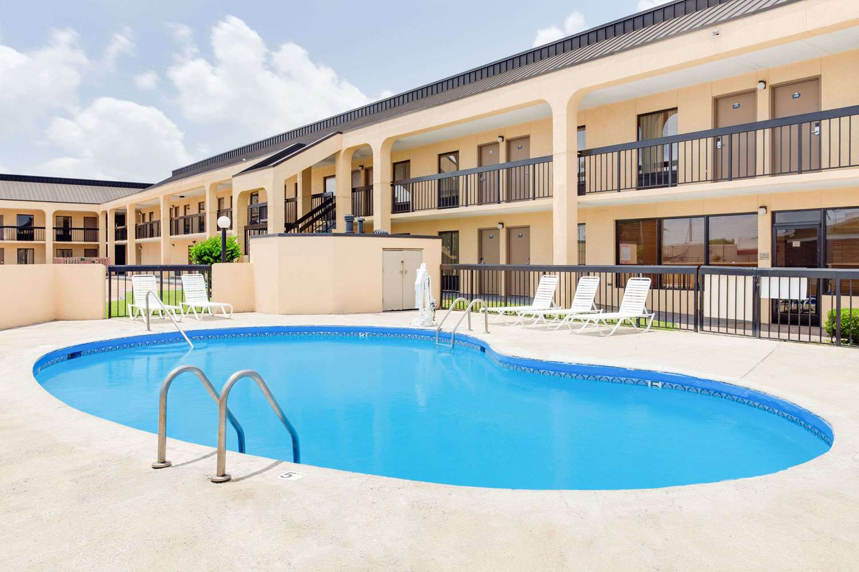Pool - Days Inn Greenville