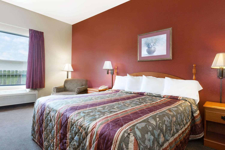 Room - Howard Johnson Hotel Tuscaloosa