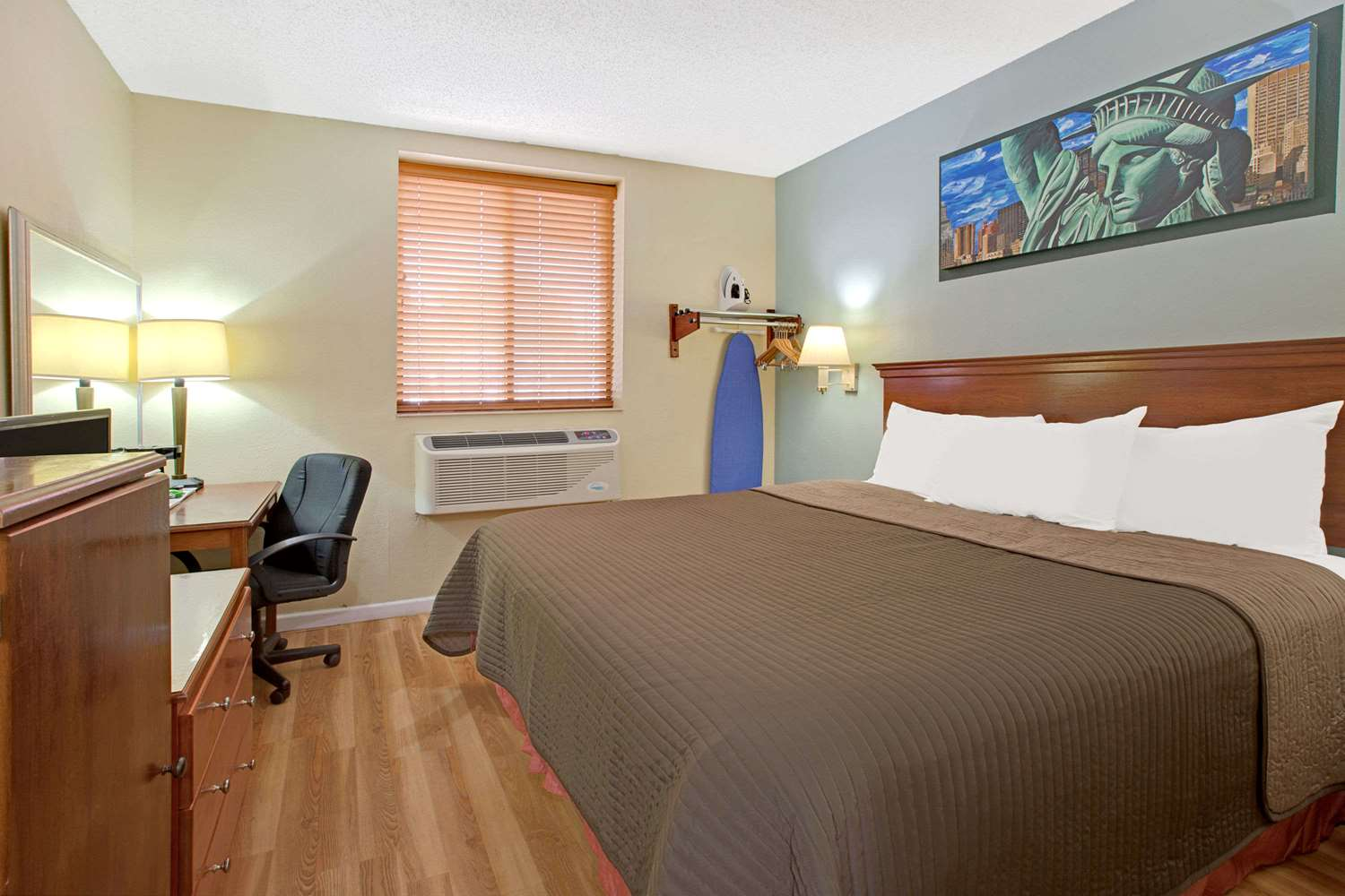 Howard Johnson Express Inn Queens Jamaica Ny See Discounts