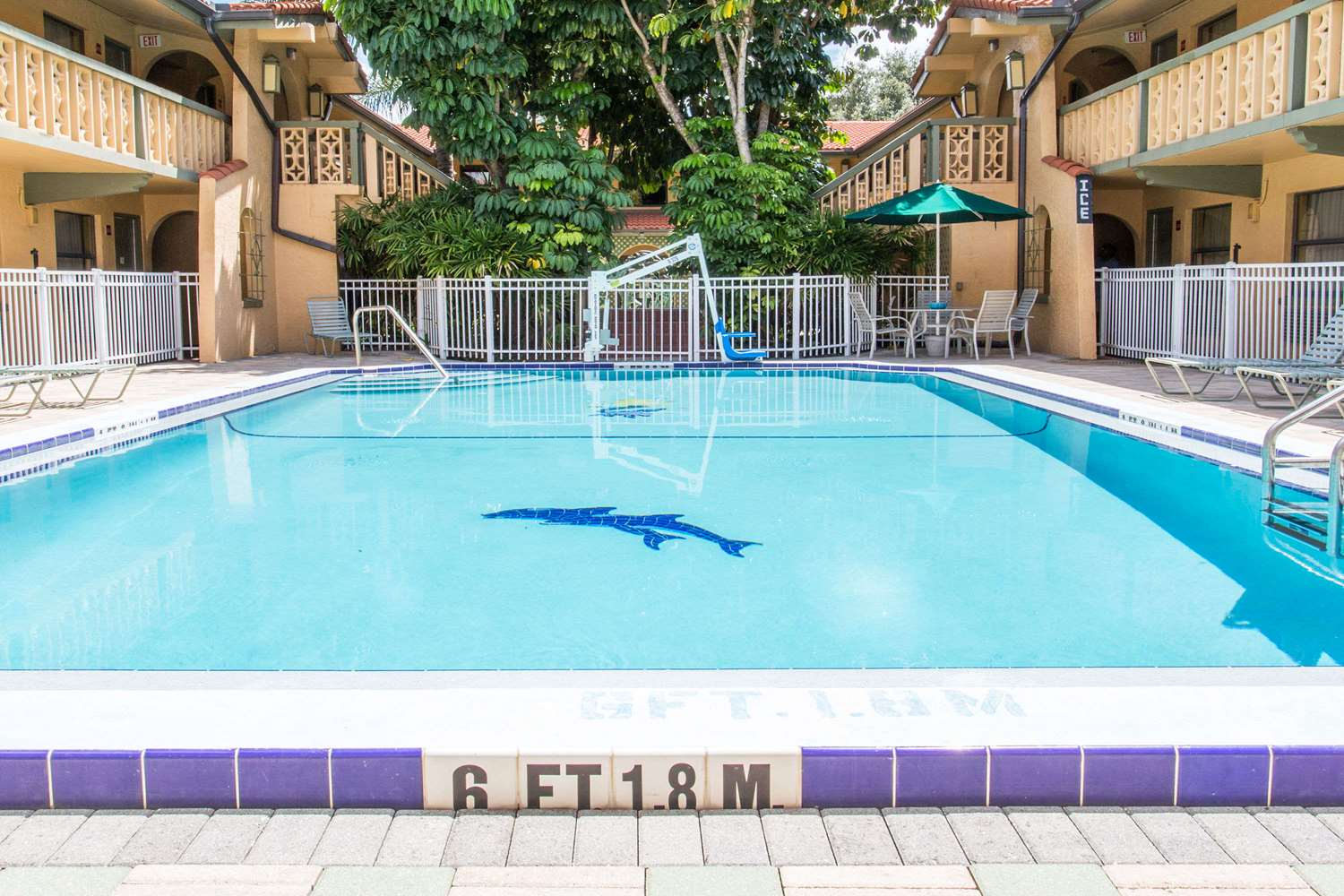 Pool - Days Inn Altamonte Springs